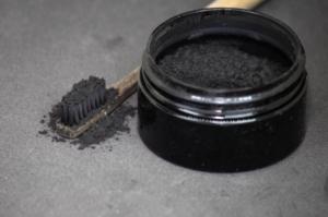 dentifrice charbon activé